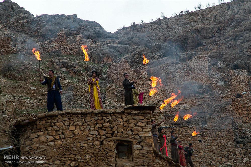2403715 - روستای پالنگان به استقبال نوروز رفت/از روشن کردن مشعل تا رقص و پایکوبی