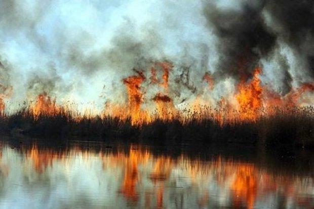 تالاب آتش گرفته - کراپشده