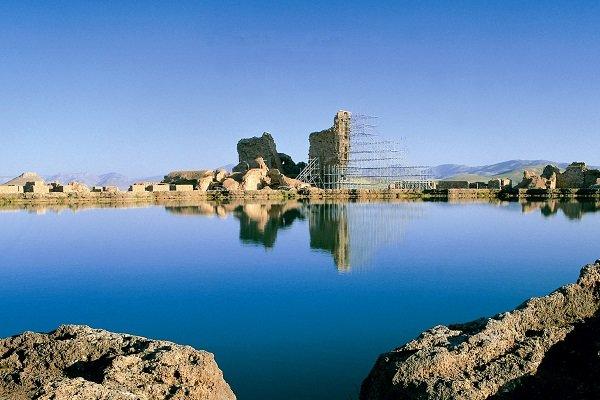 اسرار دریاچه تخت سلیمان از نگاه تنها شاهدان/ بز حجاری شده روی لوح