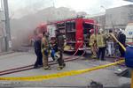 آتش سوزی گسترده در پاساژ مهستان/مهار شعله های آتش ادامه دارد