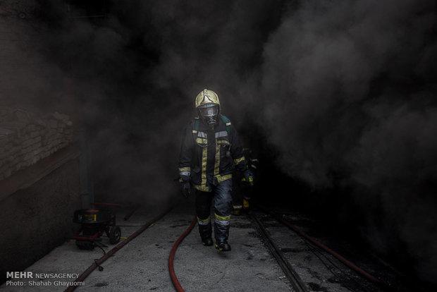 آتش سوزی انبار لوازم خانگی خیابان 17 شهریور