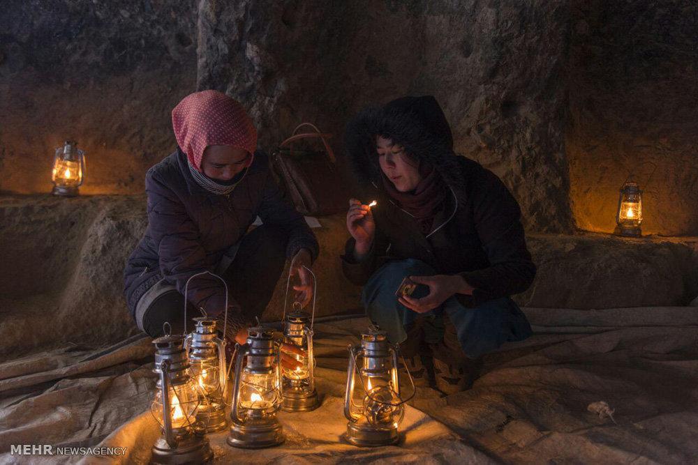 شب شعر در یکی از مغاره های کنار بودای بامیان