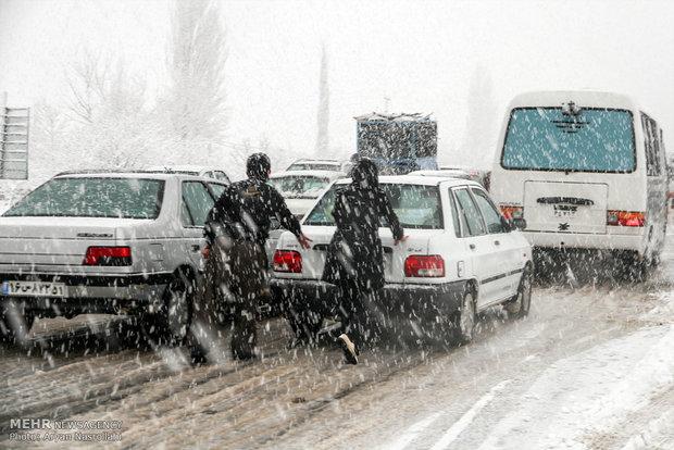 عملیات امداد و نجات در ۱۱ استان گرفتار سیلاب و برف