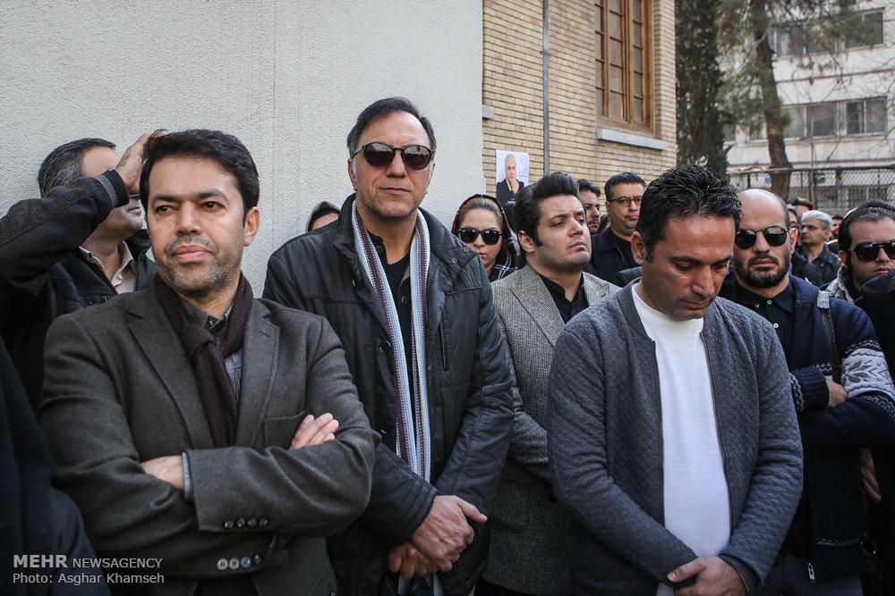 عکس جدید بازیگران خانواده علی معلم تشییع علی معلم تشییع جنازه بازیگران بیوگرافی علی معلم
