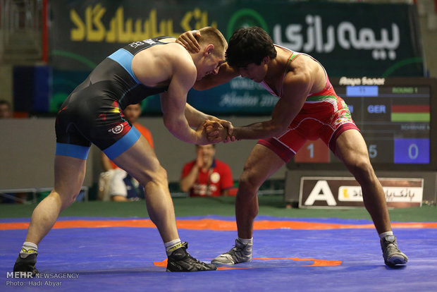 Russians defeat Iranian Greco-Roman wrestlers