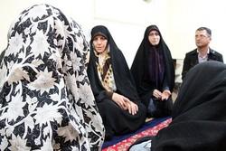 زنان دولت پای سفره هفت سین خانواده زندانی نشستند