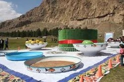 برپایی سفره هفتسین در ۴ نقطه شهر کرمانشاه برای نوروز ۹۷