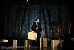 اجرای نمایش باغ آلبالو