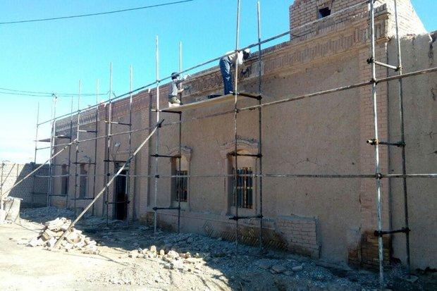 مرمت عمارت میراخوری گرمسار آغاز شد