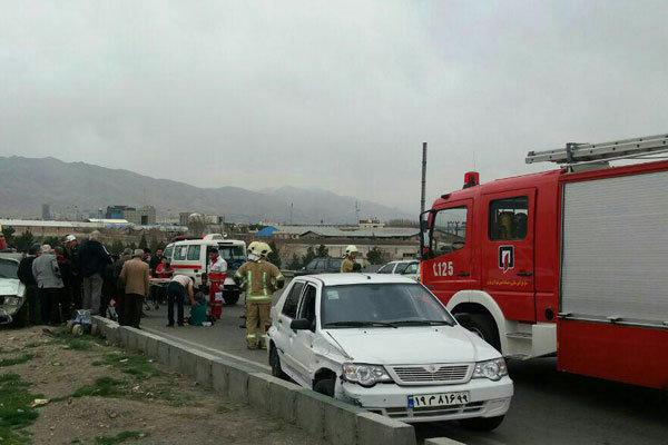 دو حادثه جاده ای در شهرستان ساوه ۱۴ مصدوم برجای گذاشت