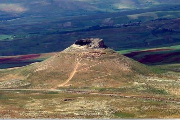 کوه زندان؛ مجموعه اسرار آمیز در دل تخت سلیمان تکاب