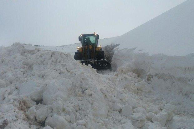 برف روبی گردنه «گله بادوش» الیگودرز