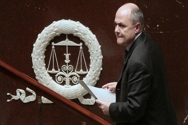 التحقيق مع وزير الداخلية الفرنسي بشأن توظيف ابنتيه في البرلمان