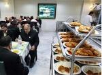 توزیع غذای متبرک حضرت رضا(ع) در بین تمامی زائران نوروزی