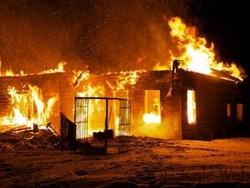 کراچی میں روئی کے گودام میں آگ لگ گئی