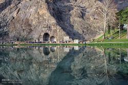 گردشگران نوروزی در طاق بستان کرمانشاه