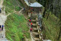 گردشگران نوروزی در قلعه رودخان
