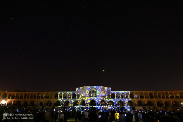 Khaju Bridge attracts Nowruz visitors