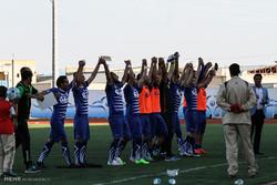 دیدار تیم های فوتبال گل گهر سیرجان و خیبر خرمآباد