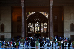Isfahan receives swarms of tourists