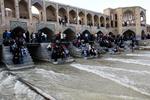 زاینده رود تا ۱۵ خردادماه در اصفهان جاری است