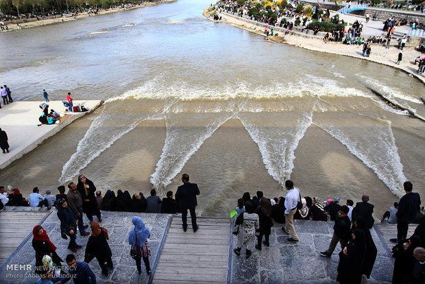 احتمال توزیع ۲۹۰ میلیون مترمکعب آب برای کشاورزان شرق و غرب اصفهان