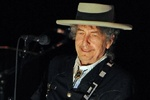 باب دیلن در استکهلم/ آقای خواننده سرانجام نوبل ادبیات را گرفت
