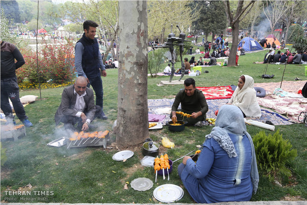 Iranians celebrate Nature Day nationwide