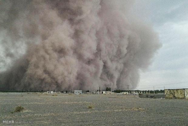 ۴ روز زندگی زیر گرد و غبار/ ۵۳ روستای شرق کرمان در محاصره طوفان
