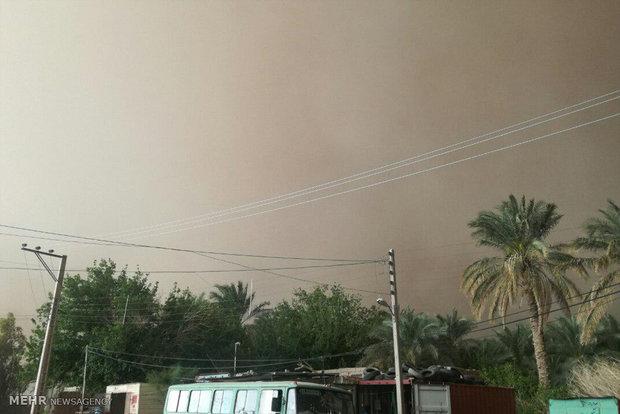 غلظت غبار در فهرج به ۴۰ برابر مجاز رسید/۱۵۰ روستا در محاصره طوفان