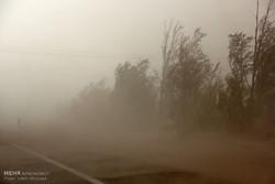 خیزش گرد و خاک در مناطق شرقی کرمان/احتمال کاهش میدان دید در جاده ها