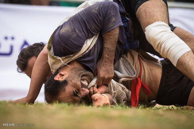 مسابقات کشتی با چوخه قهرمانی کشور در فیروزه برگزار شد