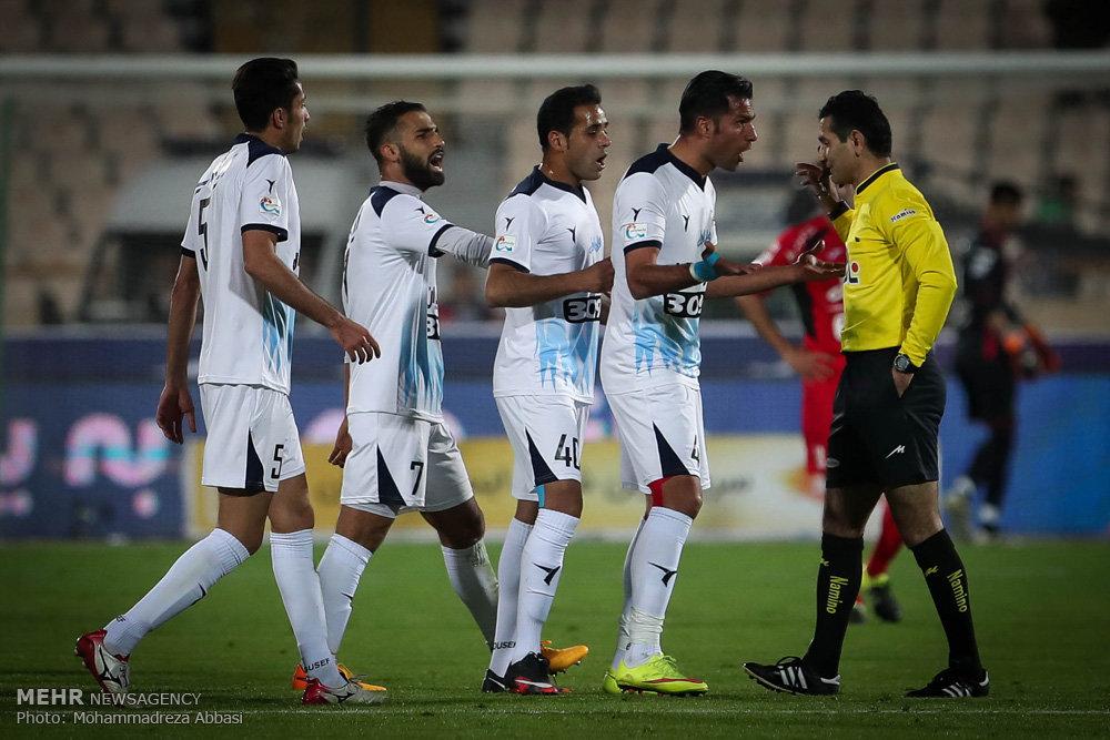 Persepolis 2-0 Peykan: Red giants closer to title