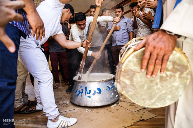 """حفل زواج جماعي لشباب مدينة """"عسلويه"""" الجنوبية"""