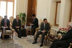 ظريف يستقبل  وزير الدولة لشؤون الدفاع والشؤون الخارجية السنغافوري