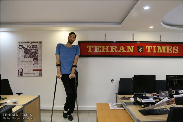 The tallest Paralympian visits Tehran Times
