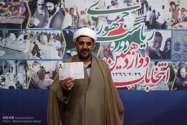 İran'da cumhurbaşkanlığı seçimlerine kayıtlar