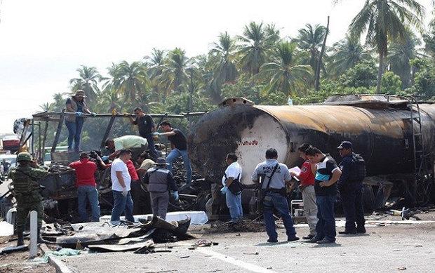 مقتل 24 شخصًا بانفجار شاحنة  وقود في المكسيك