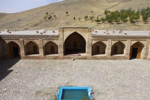 کاروانسرای«شاه عباسی» با ۴ برج زیبا اثری از دوره صفوی در تویسرکان