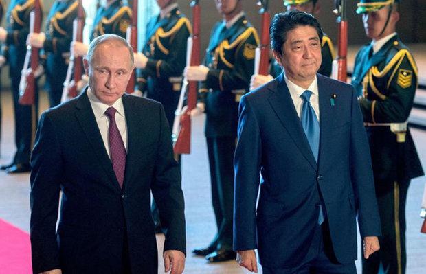 """رئيس وزراء اليابان يستنجد بـ""""بوتين"""" لإيقاف كوريا الشمالية"""