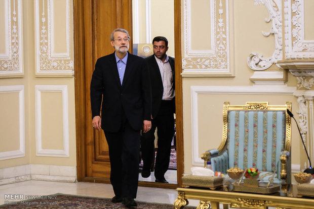 Laricani Azerbaycan Savunma Bakanı'yla görüştü