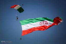 مشاهد من العرض العسكري بطهران بمناسبة يوم الجيش الايراني