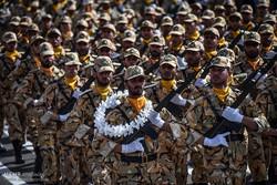 رژه بزرگ نیروهای مسلح در استان البرز آغاز شد