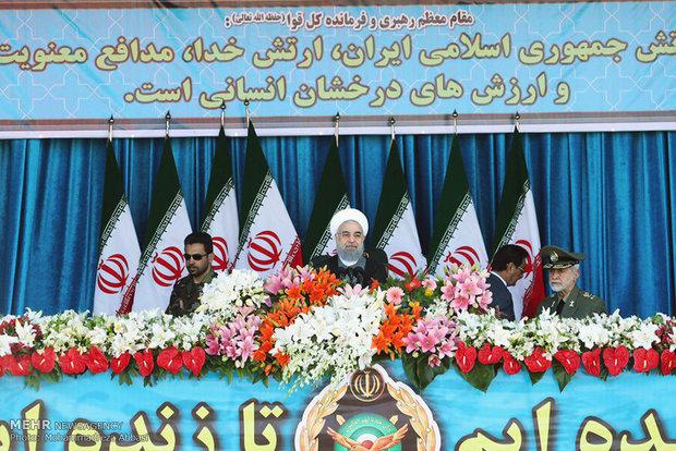 مراسم رژه نیروهای مسلح در تهران آغاز شد