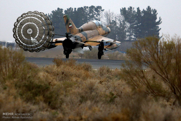 Fighters hold maneuver in Isfahan