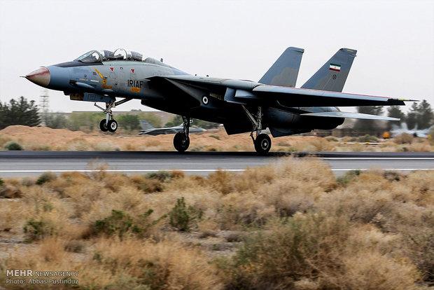 İsfahan'da savaş uçaklarından hava gösterisi