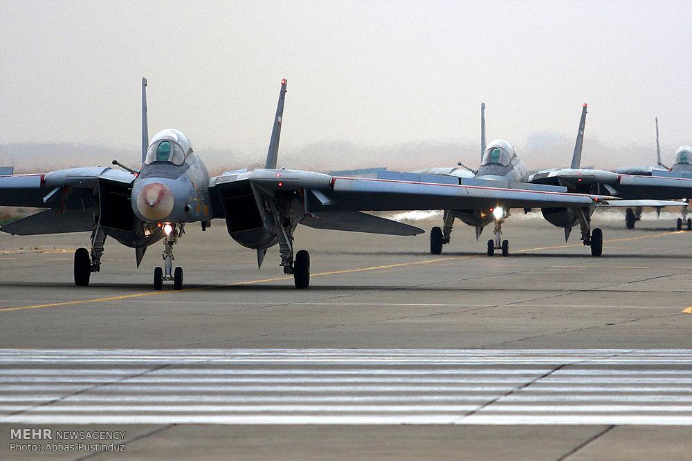 مانور هوایی جنگنده های پایگاه شهید بابایی