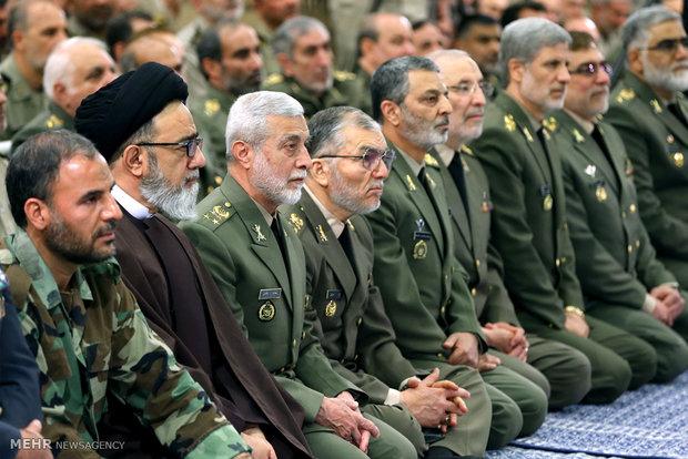 İnkılap Rehberi'nin ordu mensuplarıyla görüşmesinden kareler