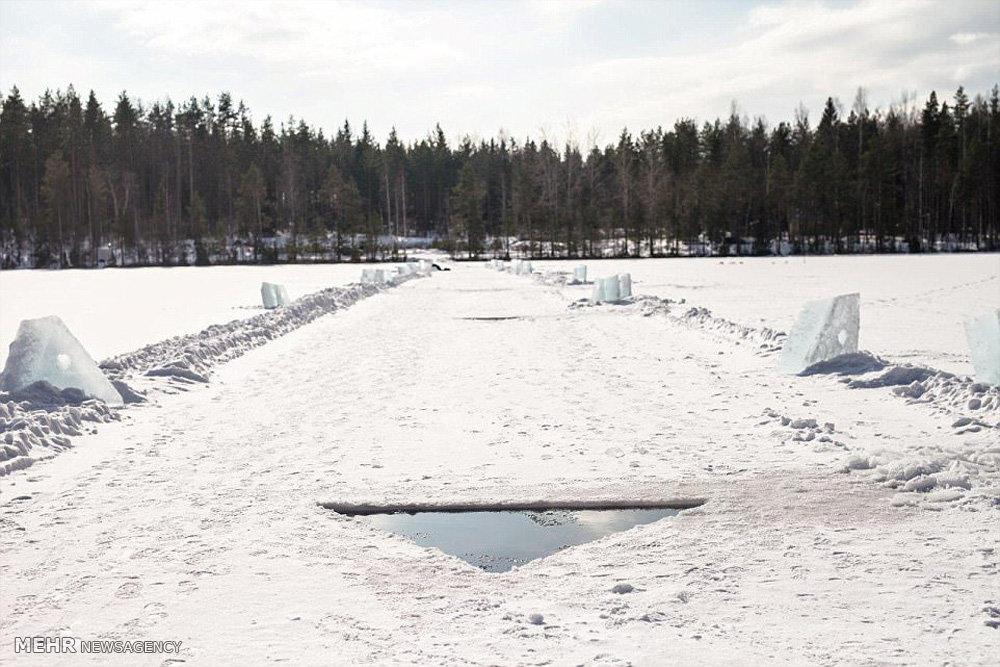 غواصی آزاد در زیر رودخانه یخی