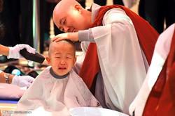 تراشیدن سر کودکان بودایی در کره جنوبی